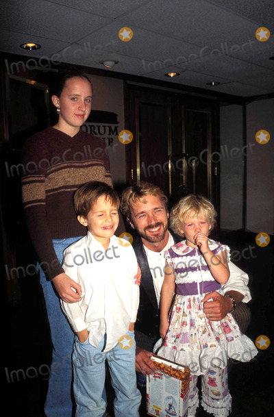 John Schneider Photo - Scott Hamilton Back on the Ice 10-29-1997 John Schneider and Children Photo by Michelson-Globe Photos