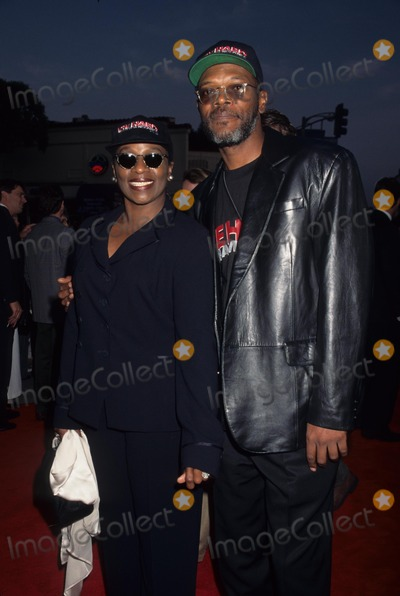 Samuel Jackson Photo - Samuel Jackson with Wife Latanya 1995 Die Hard with a Vengeance Premiere K1608lr Photo by Lisa Rose-Globe Photos Inc