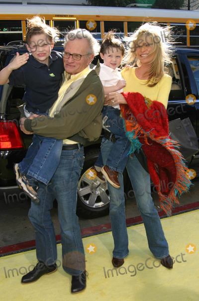 Larry King Photo - Spongebob Squarepants Movie World Premiere at Graumans Chinese Theatre in Hollywood California 11142004 Photo by Ed GelleregiGlobe Photos Inc 2004 Larry King with Wife Shaun and Children