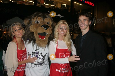 Aubrie Lemon Photo - I12463CHWJOHNNY GRANT HONORED AT THE SALVATION ARMYS ANNUAL KETTLE KICK OFF  THE ORIGINAL FARMERS MARKET LOS ANGELES CA 111907 PATRICIA KARA BAILEY-LA KINGS MASCOT AUBRIE LEMON AND LUC ROBITAILLE - LOS ANGELES KINGS   PHOTO CLINTON H WALLACE-PHOTOMUNDO-GLOBE PHOTOS INC