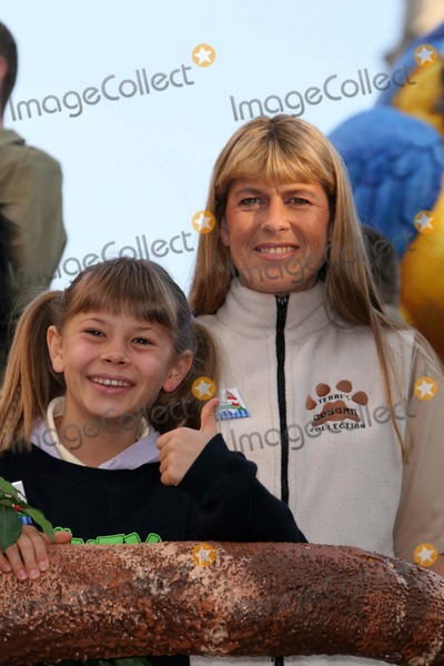 Terry Irwin Photo - Marys Thanksgiving Day Parade Dated 11-22-07 Photos by John Barrett-Globe Photosinc K55682jbb Bindi and Terri Irwin