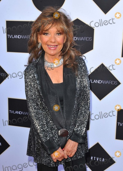 Dawn Wells Photo - Dawn Wells attending the 2015 Tv Land Awards Held at the Saban Theater in Beverly Hills California on April 11 2015 Photo by D Long- Globe Photos Inc