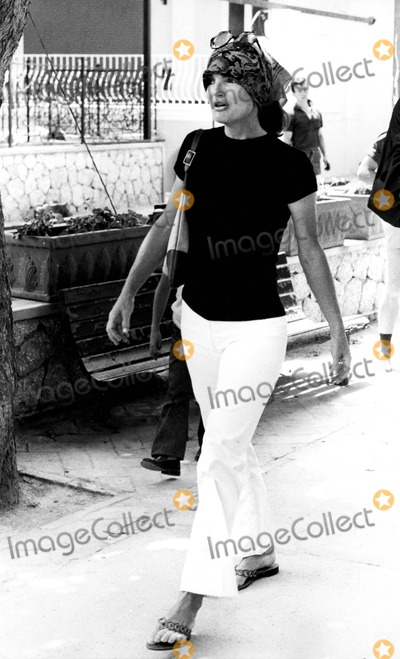 Jacqueline Kennedy Onassis Photo - Jacqueline Kennedy Onassis on Capri Holiday 6231971 8232 IpolGlobe Photos Inc Jacquelinekenndeyonassisretro