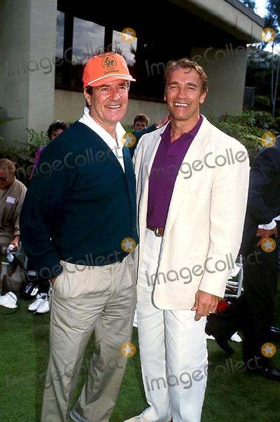 Hugh OBrian Photo - Hugh Obrian and Arnold Schwarzenegger Photokarnbad-michelsonGlobe Photos Inc 1990 Arnoldschwarzeneggerretro