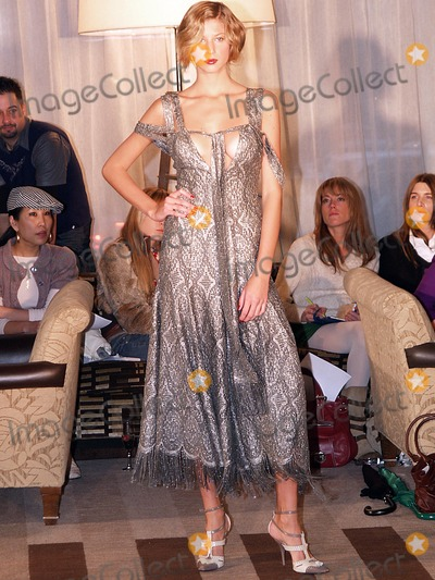 Alvin Valley Photo - Olympus Fashion Week Alvin Valley Fall 2004 Collection at the Soho Grand Hotel in New York City 02062004 Photo Ken Rumments Globe Photos Inc 2004 Runway Model
