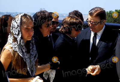 Sharon Tate Photo - Sharon Tate Funeral Roman Polanski (Center) Photo ByGlobe Photos Inc