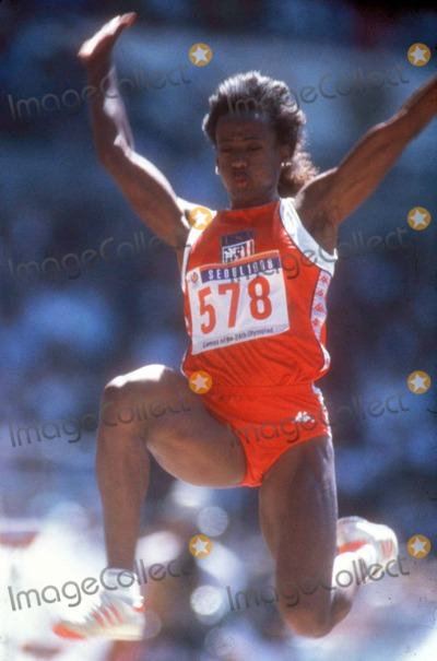 Jackie Joyner-Kersee Photo - Olympics Jackie Joyner Kersee Photo by Chuck Muhlstock-Globe Photos