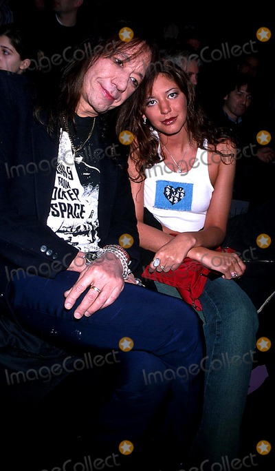 Ace Frehley Photo - Sd0212 Anna Sui Fall 2003 Collection Bryant Park New York City Photorose HartmanGlobe Photos Inc 2003 Ace Frehley and His Girlfriend