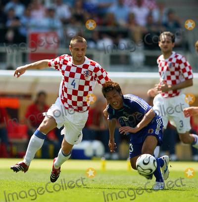 Atsushi Yanagisawa Photo - Robert Kovac  Atsushi Yanagisawa Challenge Japan V Croatia Kovac  Atsushi Yanagisawa Japan V Croatia World Cup Soccer 06-18-2006 Photo by Allstar-Globe Photos