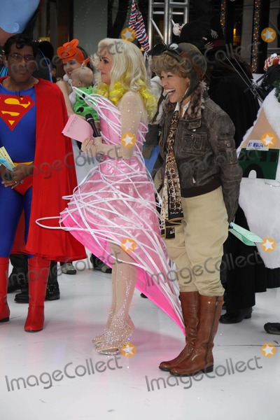 Amelia Earhart Photo - Ann Curry (Amelia Earhart)meredith Vieira Halloween on NBC todayshow Photo by John BarrettGlobe Photosinc 2010