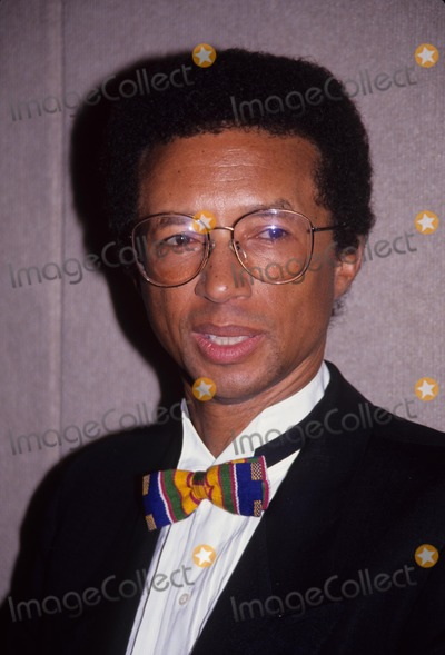 Arthur Ash Photo - Arthur Ashe 1992 Sports Emmy L3186 Supplied by Globe Photos Inc
