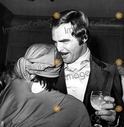 Burt Reynolds Photo - Liza Minnelli and Burt Reynolds A1954 1975 Nat CutlerGlobe Photos Inc