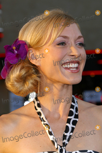 Mia Cottet Photo - The Tuxedo Premiere at Manns Chinese Theatre in Los Angeles CA Mia Cottet Photo by Fitzroy Barrett  Globe Photos Inc 9-19-2002 K26097fb (D)