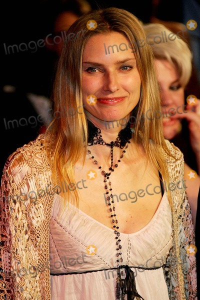 Aimee Mann Photo - Aimee Mann Vanity Fair Oscar Party Mortons West Hollywood CA March 5 Photo by Alec Michael a Michael  Globe Photos Inc 2006