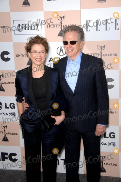 Annette Benning Photo - Annette Benning and Warren Beatty During the 2011 Film Independent Spirit Awards Held on February 26 2011 on the Beach in Santa Monica California photo Michael Germana - Globe Photos Inc 2011
