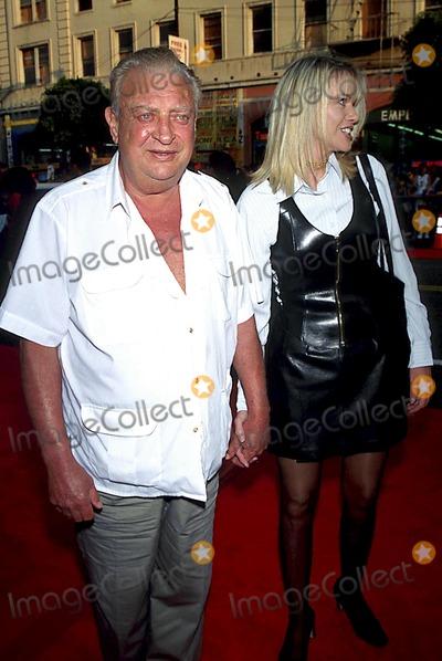 Rodney Dangerfield Photo - The Cable Guy Premiere in LA Rodney Dangerfield_joan Child Photo Byfitzroy BarrettGlobe Photos Inc 1996 Rodneydangerfieldretro
