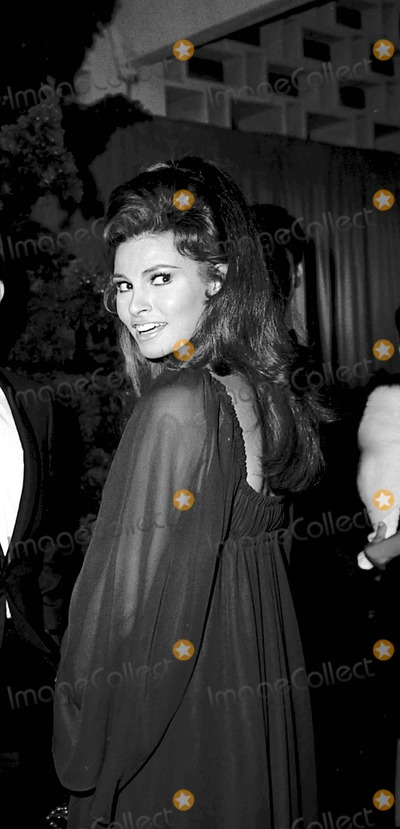 Raquel Welch Photo - Raquel Welch at 8 on the Lam Premiere 1967 4827 Photo by Phil RoachipolGlobe Photos Inc