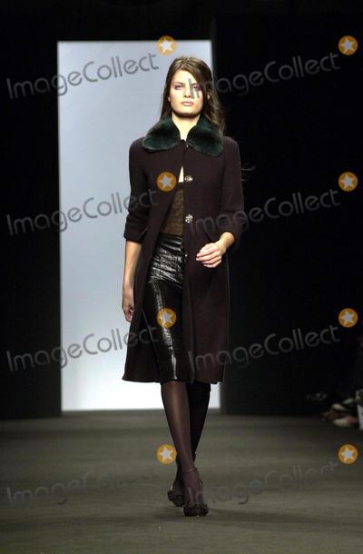 Alessandro DellAcqua Photo - Alessandro Dell  Acqua Women Fashion Fall Winter 2005  Milan O2242004 Angela Caterisano  LapresseGlobe Photosinc Runway Models