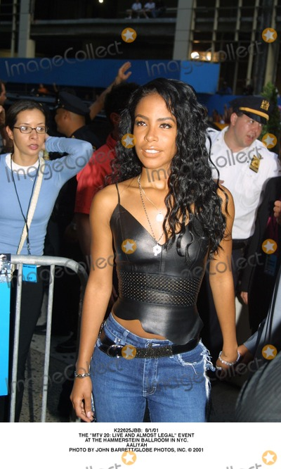 Aaliyah Photo -  8101 the Mtv 20 Live and Almost Legal Event at the Hammerstein Ballroom in NYC Aaliyah Photo by John BarrettGlobe Photos Inc