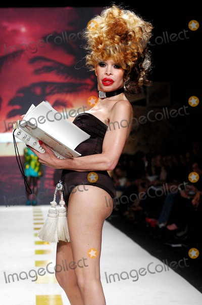 AMANDA LAPORE Photo - Olympus Fashion Week 2007 Spring Collection of Heatherette (Runway) New York City 09-12-2006 Photo Ken Rumments  Globe Photos Inc 2006 Amanda Lapore