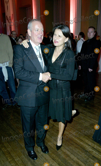 Allan McKeown Photo - Ellis Obrienglobelinkukcom 000398 11102003 Tracy Ullman  Husbandproducer -Allan Mckeown Jerry Springer the Opera After-show Party -Opening Night the Banqueting House Whitehall London
