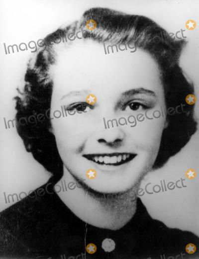 Patricia Neal Photo - Patricia Neals School Photo 30030 Photo by Globe Photos Inc Patricianealretro