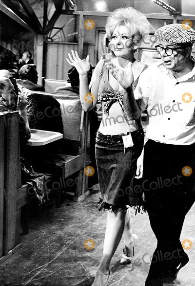 Kim Novak Photo - Billy Wilder and Kim Novak on the Set of Kiss ME Stupid Globe Photos Inc