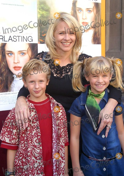 Jenna Boyd Photo - Cayden Boyd and Jenna Boyd and Their Mother Debbie Tuck Everlasting - Premiere El Capitan Theater Hollywood CA October 5 2002 Photo by Nina PrommerGlobe Photos Inc 2002