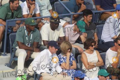 Ahmad Rashad Photo - Michael Jordenahmad Rashadanna Wintour Celebrity at Day 12 of Tennis Us Open at Arthur Ashe Stadium 9-6-2014 John BarrettGlobe Photos