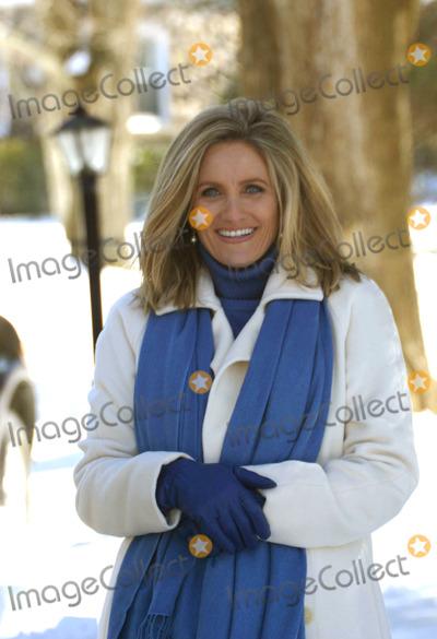 ALEX WITT Photo - Martha Stewart Begins Her House Arrest at Her Home in Katonah New York 03-04-2005 Photo by William Regan-Globe Photos 2005 Alex Witt of Msnbc