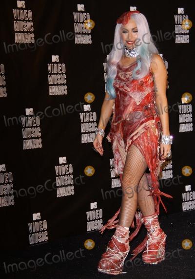 Гага платье из мяса с