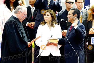 Inauguration Ceremony Photo - City of Los Angeles Inaugural Ceremony For the New Mayor Antonio Villaigosa Held on the South Lawn of City Hall on July 1 2005