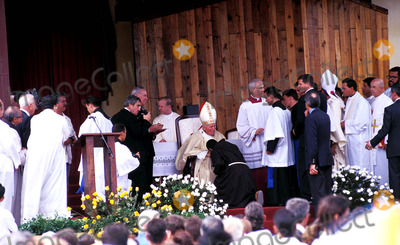 John Paul Photo - Sd0198 Pope John Paul Ii Visit to Santa Clara Cuba Photo Lynsey Addario  Globe Photos Inc 1998