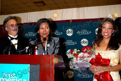 Erika Harold Photo - Sd0921 Miss America Pageant Atlantic City Beachnj Photojohn BarrettGlobe Photos Inc 2002 Erika Harold Miss America 2003 and Parents