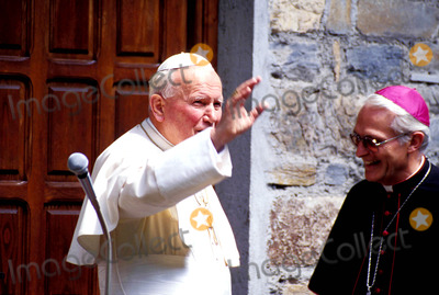 John Paul Photo - Pope John Paul Ii Photo Piero Pomponi  Ipol  Globe Photos Inc 1995