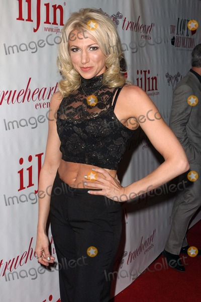 Debbie Gibson Photo - Debbie Gibson Arrives at Iijins the Love Revolution 2013 Fashion Show at the Avalonlos Angelescausa Photo TleopoldGlobephotos