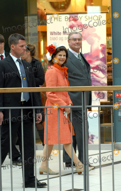 Queen Silvia Photo - Visit to Fiels Shopping Centre-swedish State Visit-restaden Copenhagen Denmark 05-10-2007 Photo by Ricardo Ramirez-richfoto-Globe Photos Inc Queen Silvia of Sweden