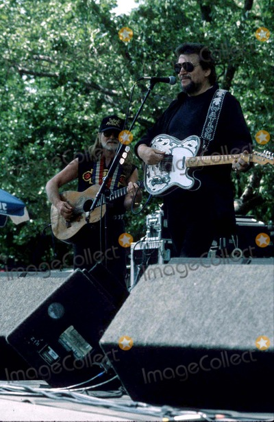 Waylon Jennings Photo - the Highwaymen Perform- You Gotta Have Park Waylon Jennings and Willie Nelson Photostephen TruppGlobe Photos Inc