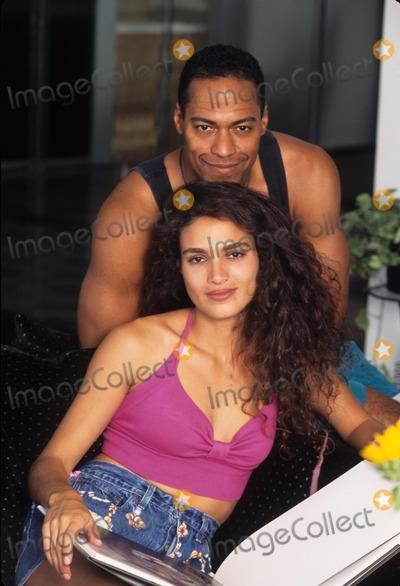 Wanda Acuna Photo - Wanda Acuna with Husband Silk Kozart at Home 1995 K2486lr Photo by Lisa Rose-Globe Photos Inc
