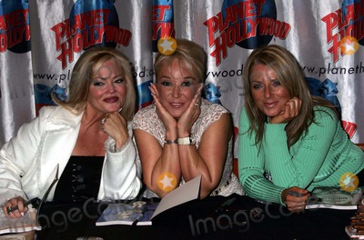 Karen Will Rogers Photo - K37860RMTANYA TUCKER MAKES A SPECIAL APPEARANCE AT PLANET HOLLYWOOD FOR A BOOK SIGNING TO HELP PHOTOGRAPHER KAREN WILL ROGERS AND LAURA LACY PROMOTE THEIR BOOK MUSIC ROW DOGS AND NASHVILLE CATS TIMES SQUARE NEW YORK CITY 06152004PHOTO BY RICK MACKLERRANGEFINDERSGLOBE PHOTOS 2004LAURA LACY TANYA TUCKER AND KAREN WILL ROGERS