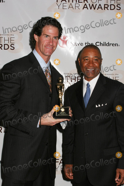 Ozzie Smith Photo - Father of the Year Awards at Marriott Marquis Hoteltimes Square  New York City 06-11-2008 Photo by Paul Schmulbach-Globe Photos Inc Ozzie Smith and Paul Oneill
