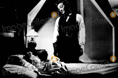 Robert Mitchum Photo - Robert Mitchum and Shelley Winters in the Night of the Hunter Tvfilm Still Supplied ByGlobe Photos Inc