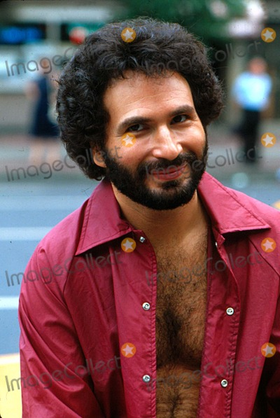 Gabe Kaplan Photo - Gabe Kaplan in NYC 1978 10555 Photo by Michael CardacinoipolGlobe Photos Inc