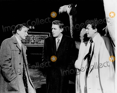 Dean Martin Photo - Frank Sinatra with Peter Lawford and Dean Martin in oceans Eleven Supplied by Smp-Globe Photos Inc Tv-film Sitll