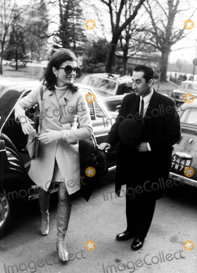 Jacqueline Kennedy Onassis Photo - Jacqueline Kennedy Onassis in Paris 1970 6964 Ipol ArchiveipolGlobe Photos Inc Jacquelinekenndeyonassisretro