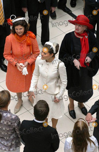 Queen Silvia Photo - Visit to Fiels Shopping Centre-swedish State Visit-restaden Copenhagen Denmark 05-10-2007 Photo by Ricardo Ramirez-richfoto-Globe Photos Inc Queen Margrethe of Denmark  Queen Silviaprincess Victoria of Sweden