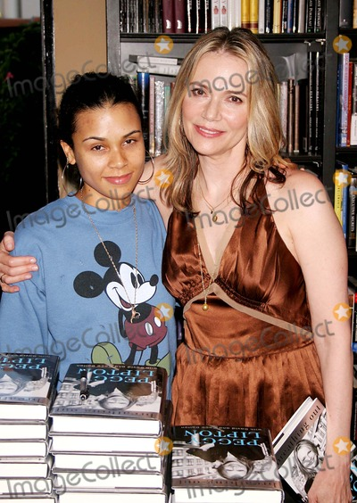 Kidada Jones Photo - Autograph Party and Book Signing For a Book Breathing Out by Actress Peggy Lipton Book Soup Store West Hollywood CA (08-17-05) Photo by Milan RybaGlobe Photos Inc2005 Peggy Lipton and Her Daughter Kidada Jones