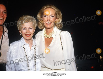 Lana Turner Photo - Lana Turner and Dtr Cheryl Globe Photos Inc
