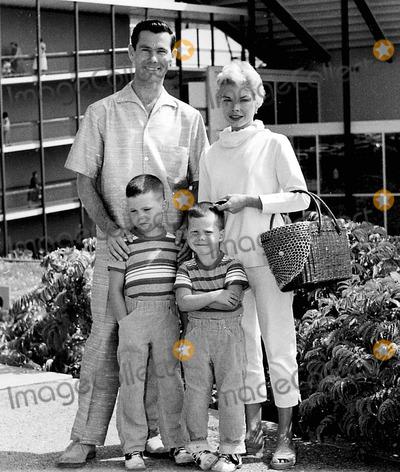 Johnny Carson Photo - Photo Bob V Noble-Globe Photos Inc 1960s Johnny Carson and Family