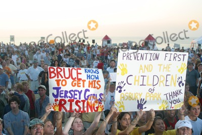Bruce Springsteen Photo - Sd0730 Bruce Springsteen Performs on the Today Show Fans Ashbury Park New Jersey Photojohn BarrettGlobe Photos Inc